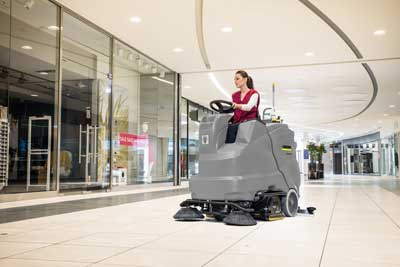 B 150 floor scrubber in a shopping centre