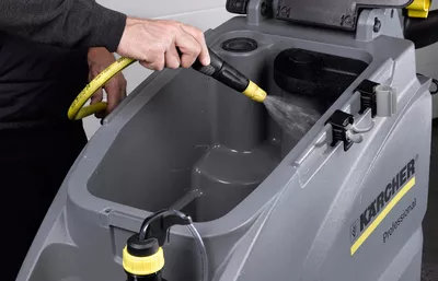 Cleaning the scrubber dryer tank